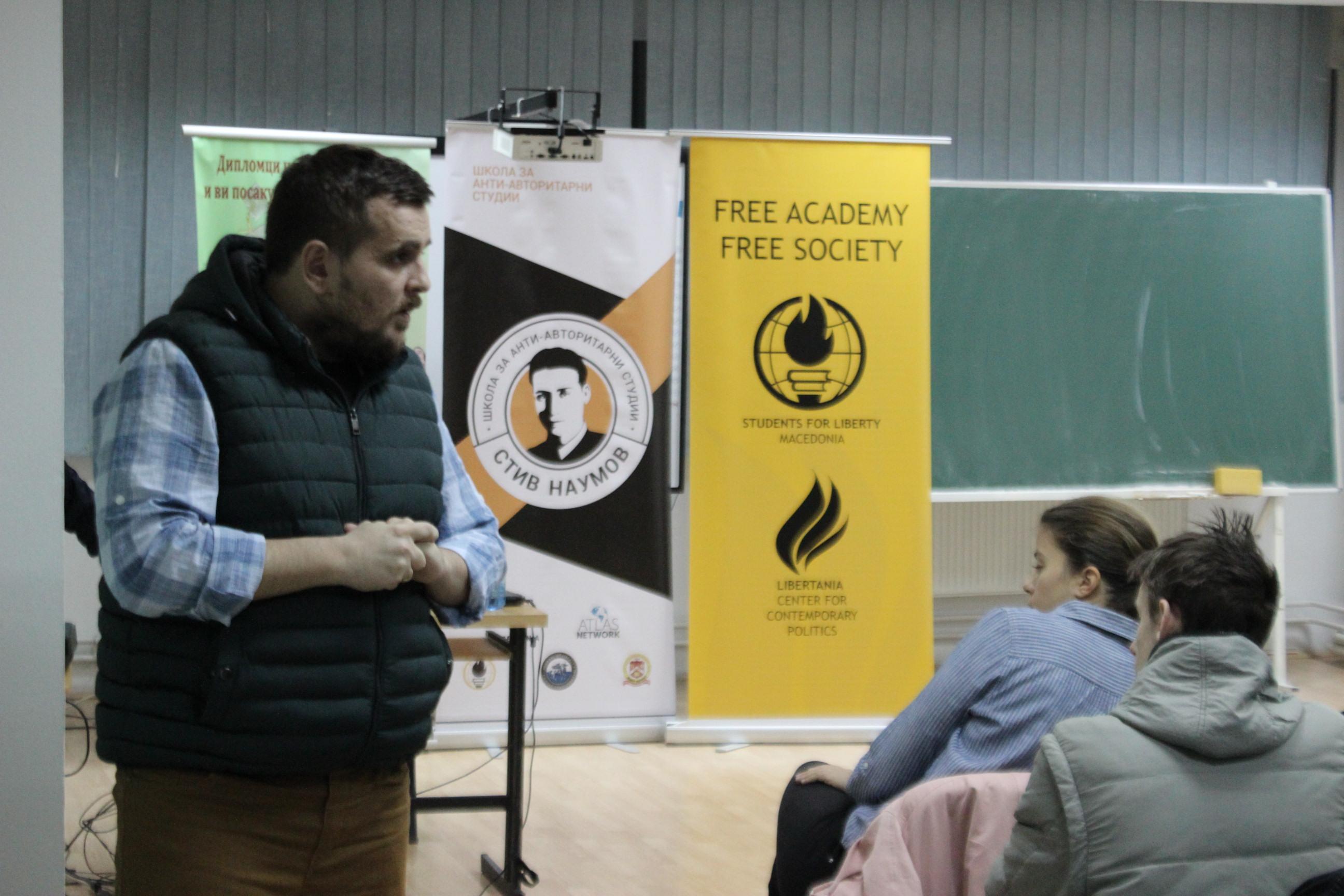 Мартин Стојановиќ со предавање на Школата за анти-авторитарни студии во Скопје